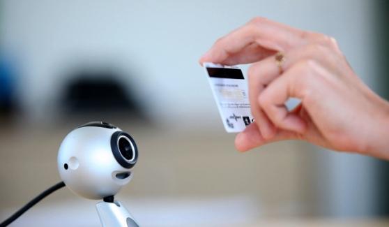 Système de vérification des cartes par webcam